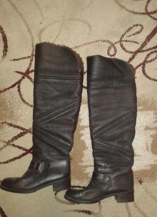 Шикарные фирменные зимние сапоги ботфорты.натуральная кожа цегейка