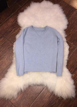 Нежно голубой свитер с шерстью