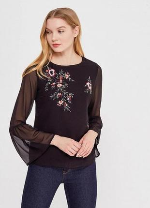 Блуза с цветной вышивкой