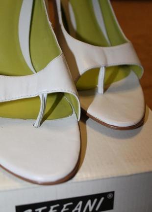 Белые кожаные туфли/туфли с открытым носком/босоножки  на каблуке bertie