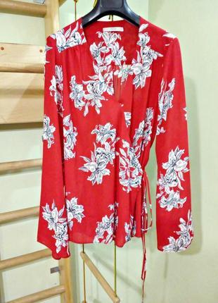 Красная блуза на запах с длинными рукавами