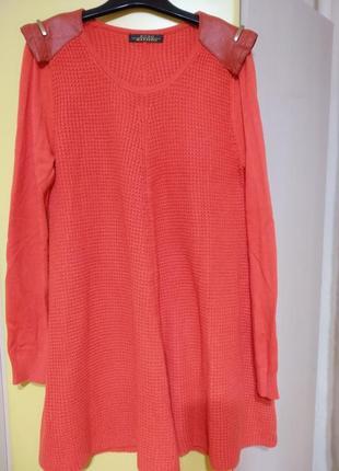 Очень крутое дизайнерское платье с кожаными плечиками