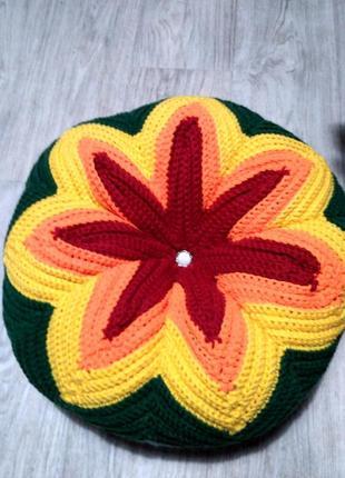 Вязаная круглая декоративная подушка