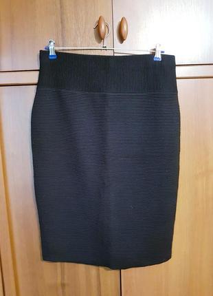 Плотная черная юбка-карандаш размера 48-50