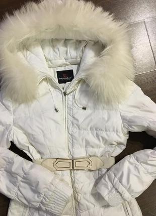 Красивый белый пуховик с натуральным мехом енота, куртка зимняя, курточка, парка