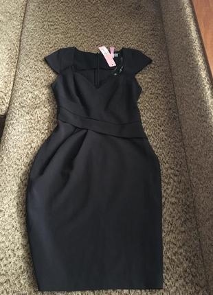 Изысканное платье футляр с кружевом