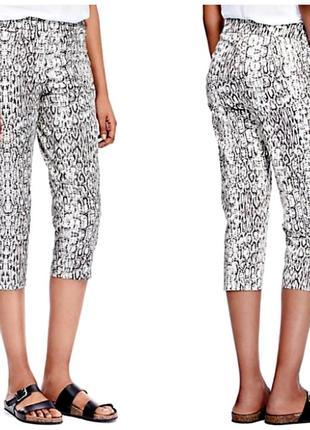 Укороченные брюки со змеиным принтом