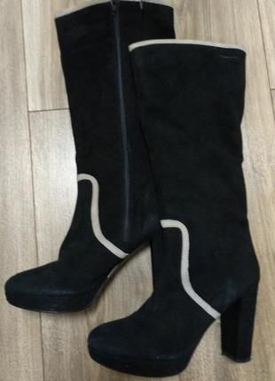 Замшевые сапоги на каблуке tamaris