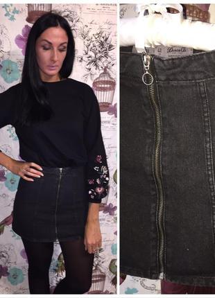 Стильная джинсовая юбка на молнии