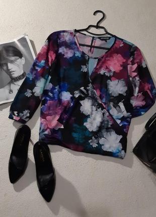 Красивая блуза спереди имитация запаха. размер м