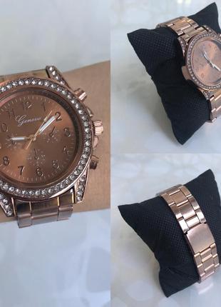 Часы с блестящим циферблатом металлические розовый шоколад