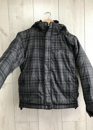 Лыжная курточка на мальчика 130 см o'neill