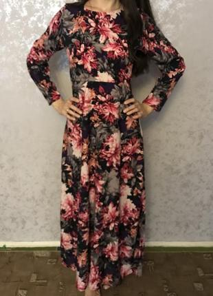 Красивое длинное нарядное платье в пол в цветочный принт с