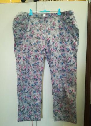 Супер джинсы в цветочный принт большого размера.