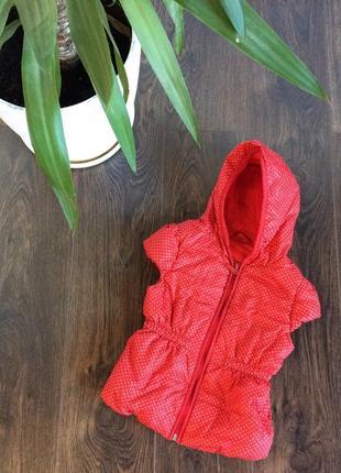 Дитяча жилетка червона в білий горошок