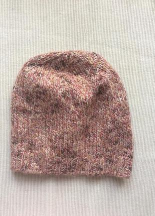 Фирменная вязанная шапка