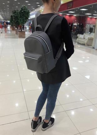 Женский рюкзак для учебы, прогулок и путешествий серый