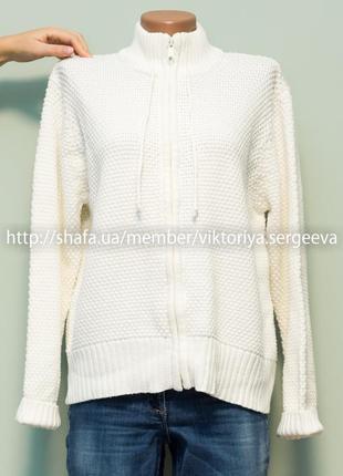 Большой выбор свитеров - красивый теплый кремовый свитер с воротником стойка