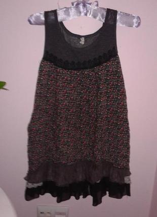 Симпатичное коротенькое платье с кружевным подюбником