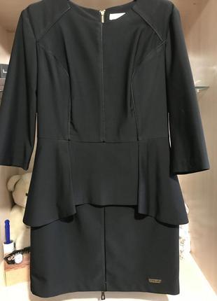 Шикарное платье с баской