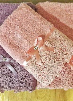 Набор полотенец с кружевом