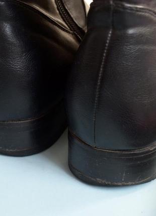 Стильные сапоги черного цвета на низком каблуке4