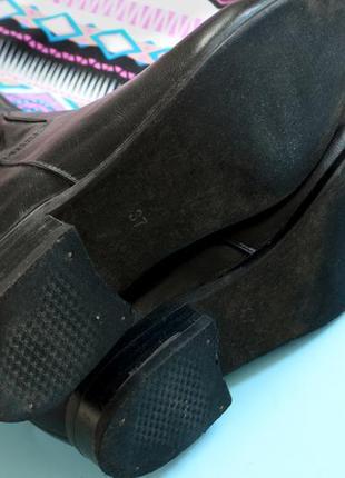 Стильные сапоги черного цвета на низком каблуке3