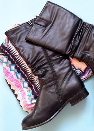Стильные сапоги черного цвета на низком каблуке2