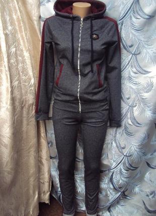 Костюм спортивный женский серый с бордовыми полосками