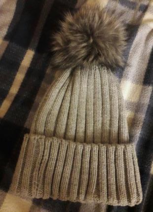 Стильная шапка reserved