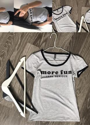 Сіра футболка з надписами