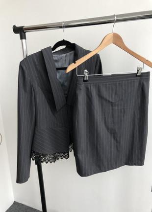 Діловий нарядний костюм