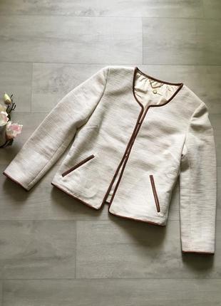 Элегантный красивый пиджак
