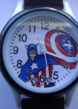 Очень красочные детские часы капитан америка