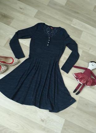 Трикотажеое платье с кружевной спинкой р.40-42