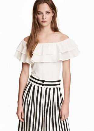 Хлопковая блуза блузка топ с открытыми плечами и рюшей оборкой от h&m
