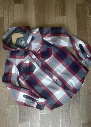 Стильная мужская рубашка в крупную клетку с капюшоном