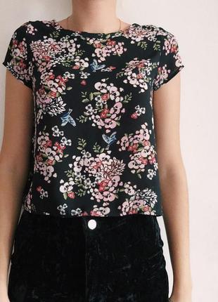 Блуза с прикольным принятом и оригинальной спинкой