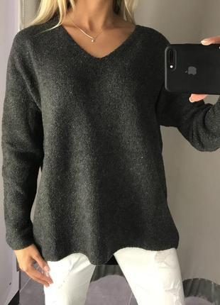 Серый свитер оверсайз тёплый плотный свитерок. amisu. размеры уточняйте.