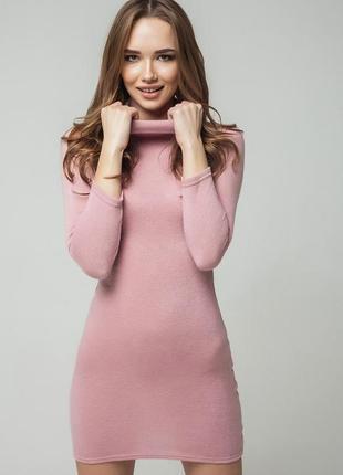 Базовое трикотажное платье по горло цвета пудры