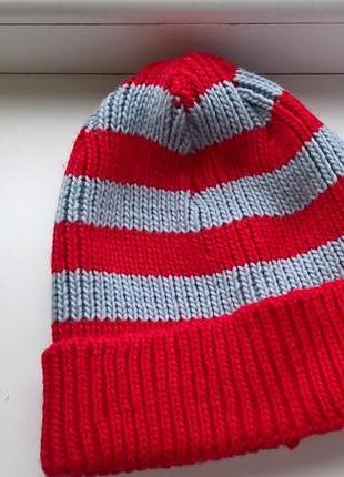 Теплая мужская шапка  красная с серым/в полоску с отворотом от bauhaus