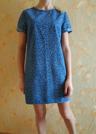 Джинсовое платье сарафан прямого кроя с актуальным принтом new look