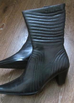 Кожаные сапоги на цигейке. 38 размер