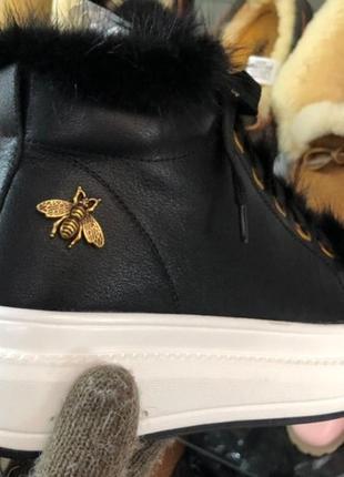 Люкс кожаные зимние кроссовки на массивной белой подошве пчела мех. 36-40. наложка