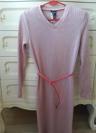 Красивое нежно-розовое платье со стальной нитью