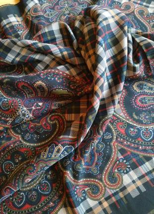 Стильный большой платок в клетку art of the scarf