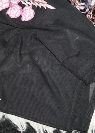 Стильная футболка с вышивкой4 фото