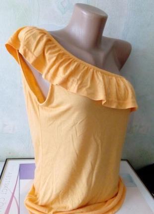 Футболка на одном плечо с воланом на груди. бренд colours. раз.укр.46 цвет-оранж.