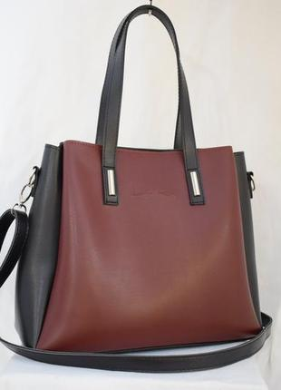 Красива вмістка сумка
