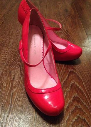 Крутые красные туфли для танцев или соблазнения)